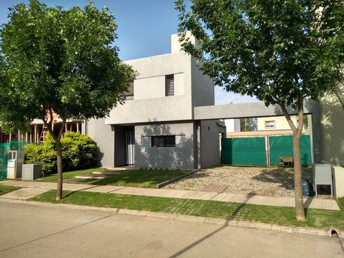 Casa De 2 Dormitorios En Venta - Claros Del Bosque Etapa I