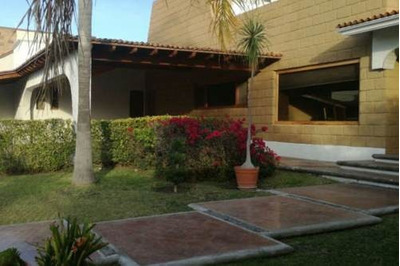 Hermosa Residencia De Una Planta Ubicada En Villas Del Meson Juriquilla
