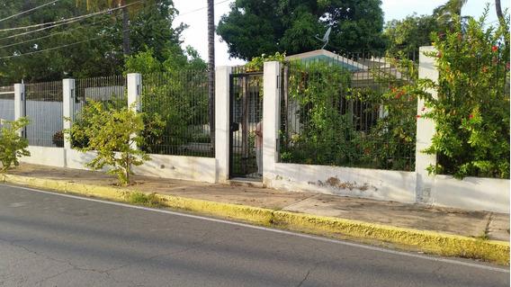 Terreno En Zona Residencial Comercial Con Casa Enclavada