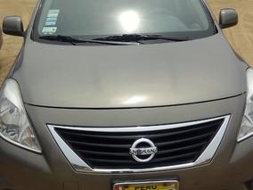 Auto Sedan Nissan Versa Full Equipo