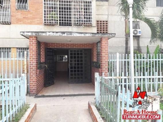 Comodo Apartamento En Venta En Centro De Mcy Mm 19-14949