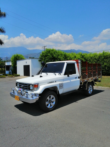 Toyota Macho 4.5cc Estacas 4x4