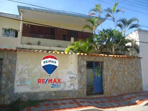 Casa En Casco Histórico De Pampatar, A Pasos Del Mar
