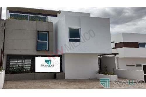 Casa En Venta, Juriquilla Querétaro. Tres Niveles, Roof Garden Con Jacuzzi., $4,980,000