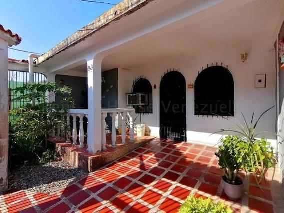 Casa En Venta La Puerta Cabudare 20-9106 Jg