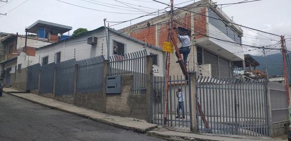 Oportunidad Casa Con Locales A Orilla De Calle En Guatire!