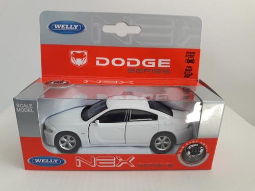Welly Dodge Charger 1:36 Ruedas Goma Pull Back Auto Escala