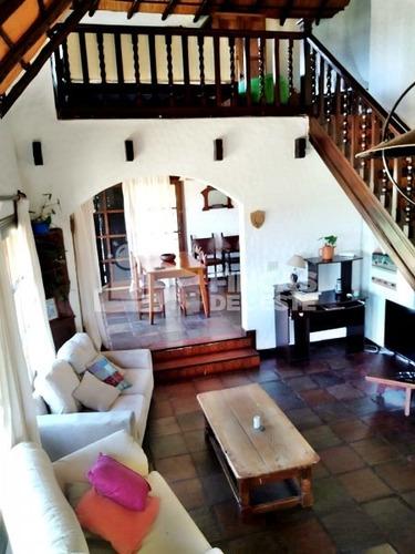 Hermosa Casa A Pasos De La Playa- Ref: 94