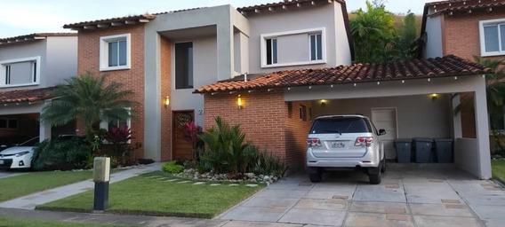 Venta De Bella Casa En Lomas Del Country, Valencia