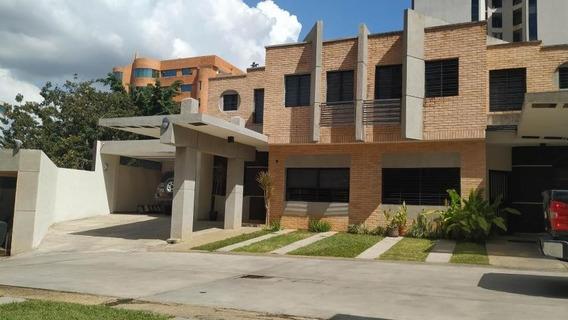 Venta Hermoso Townhouse Los Mangos 20-10030 Maria Zambrano
