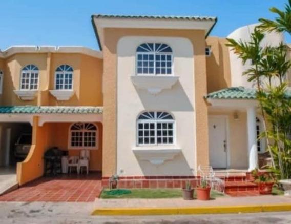 Townhouse En Venta En Fuerzas Armadas. Maracaibo