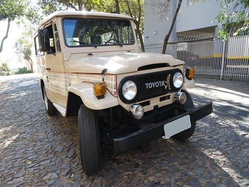 Imagem 1 de 8 de Toyota Bandeirante 1999 3.7 Cab. Simples Longa 2p