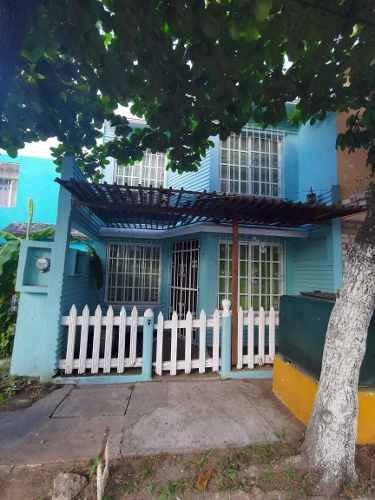 Hernosa Casa En Venta En La Colonia Infonavit Chiveria En Veracruz, Veracruz