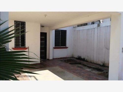 Casa Sola En Venta Fracc. Topacio, La Lima, Parrilla