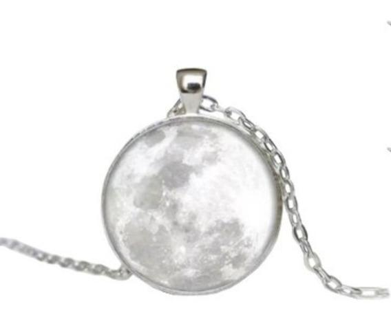 Collar De Luna Llena Brillante Brilla En La Obscuridad 3d