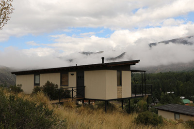 Cabañas En Potrerillos, Mendoza, Con Paisaje De Montaña