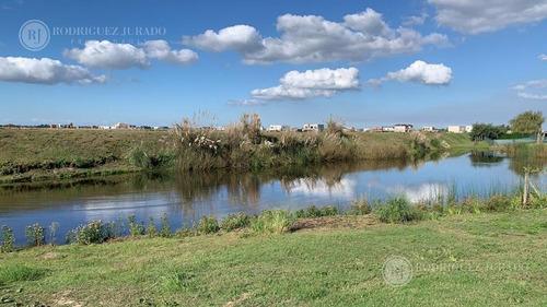 Imagen 1 de 14 de Terreno - El Canton Lote Al Agua Barrio Golf
