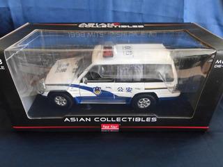 Sunstar 1998 Mitsubishi Pajero Police Car, 1:18, Nuevo!!!