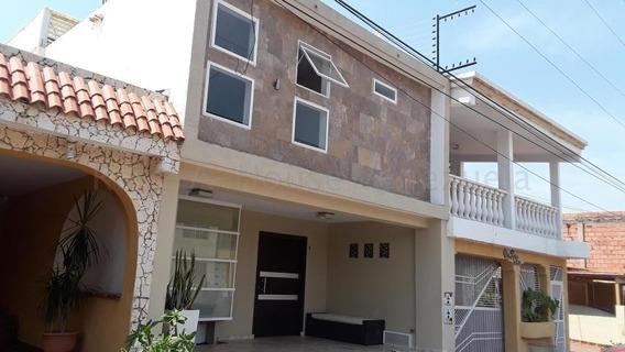Townhouse Actualizado En Venta, Santa Fe Villas, Em, 20-9071