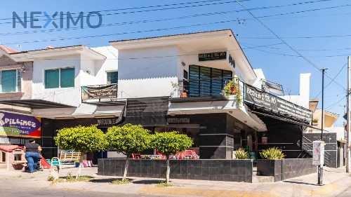 Venta De Casa Con Locales Comerciales En Guadalajara