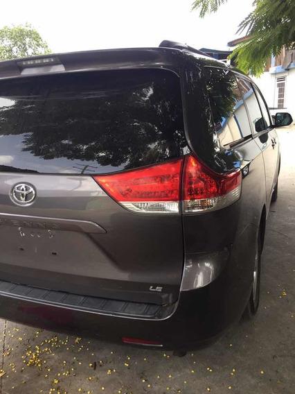 Toyota Sienna Americana