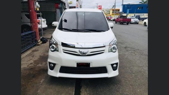 Toyota Noa Si 2014