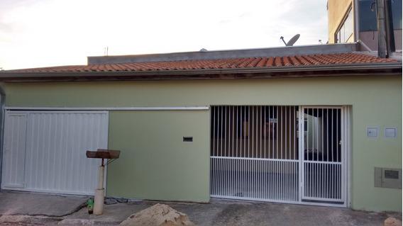 02 Casas Uma De Frente Outra De Fundo.