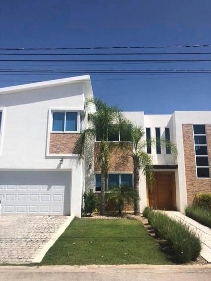 Renta De Hermosa Villa Amueblada En El Village Punta Cana