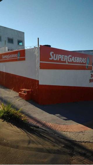 Deposito De Gás E Água Com Restaurante Anexo
