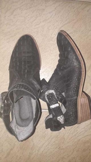 Botas Negras Cortas De Cuerina