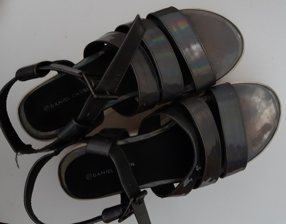 Sandalias Gris Plateadas Con Plataforma Con Tiras Impecables