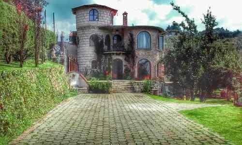 Hermosa Casa Con Amplio Jardín Y Vista Espectacular A La Cdmx, Ubicada A 20 Min. De Santa Fe.