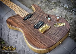 Del Vigo Luthier - Guitarra Modelo Serena Walnut Dimarzio