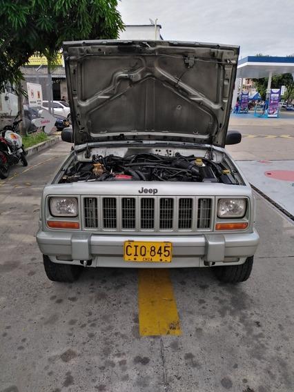 Jeep Cherokee Laredo 4*4