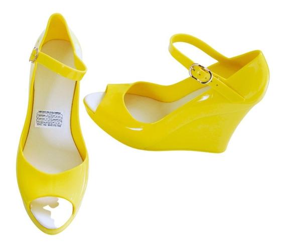 Sandalias Con Tacón Corrido Maria José - Color Amarillo Pvc