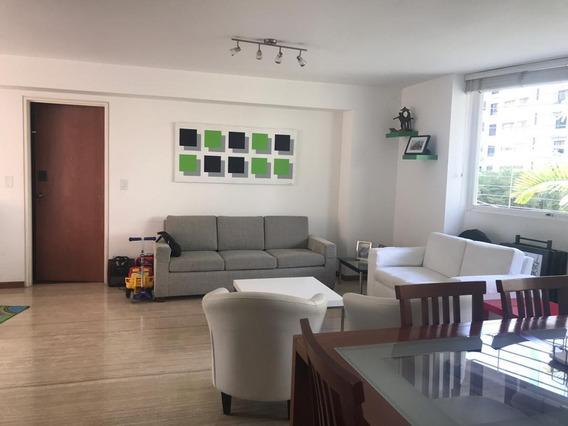 Bello Apartamento En Exclusivo Edificio De La Zona.