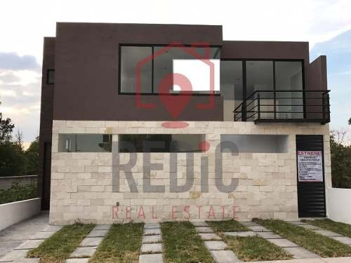 Casa De 4 Hab (1 En Pb) En Lomas De Juriquilla
