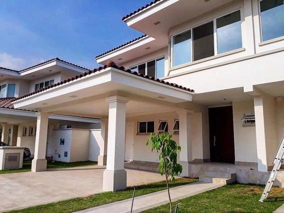 Bella Casa En Alquiler En Santa María Panamá