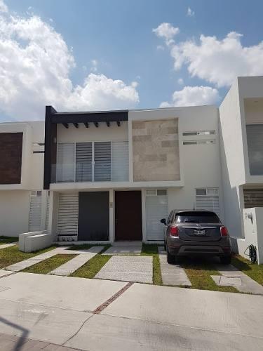 Casa En Venta En Corregidora De 3 Recamaras