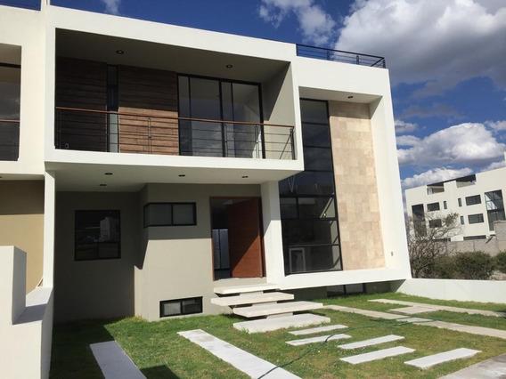 Casa En Renta En Fracc. Acantha, 3 Recámaras Y 3 Baños