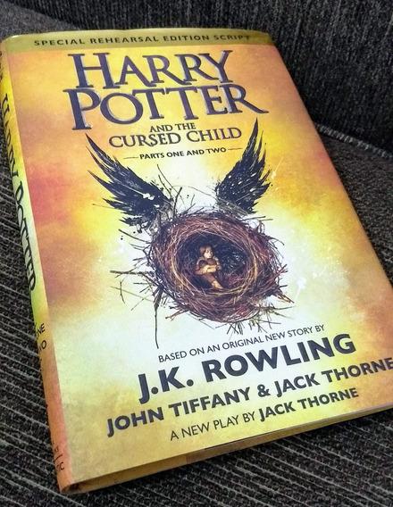 Livro Harry Potter And The Cursed Child (edição Americana)