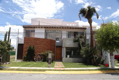 Hermosa Casa, Arboledas De Santa Elena, Excelente Ubicación