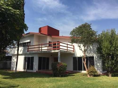 Casa Sola En Venta Fracc Viyautepec