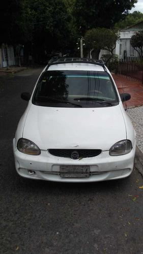 Chevrolet Corsa  1.6 Blanco, 4 Puertas , Servicio Público