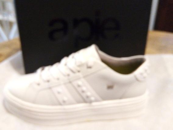 Sneaker Billy, A Pie