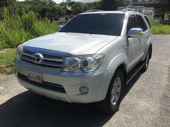 Toyota Fortuner 4x4 Año: 2.011