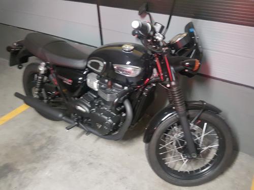 Triumph T100 Bonneville Black