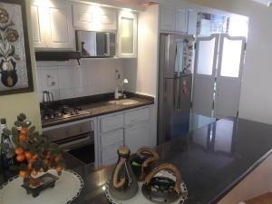 Apartamento En Venta Las Chimeneas,valencia Cod 20-17736 Ddr