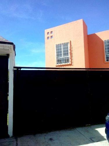 Bonita Casa De Dos Niveles Con Excedente De Terreno
