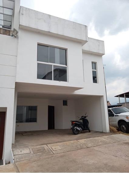 Casa Minimalista De 4 Habitaciones Y 4 Baños